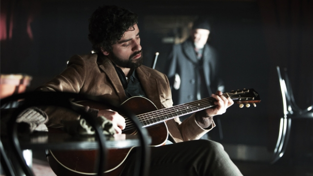 Inside-Llewyn-Davis-Llewyn-and-Guitar
