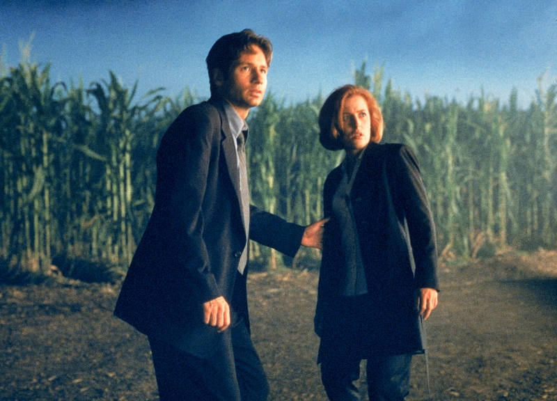 x-files-fight-the-future-mulder-scully-corn